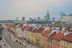 Παλαιά πόλη στη Βαρσοβία, στα σύγχρονα κτήρια υποβάθρου και το παλάτι του πολιτισμού, 03 2017, Πολωνία Στοκ εικόνα με δικαίωμα ελεύθερης χρήσης