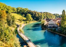 Παλαιά πόλη της Βέρνης με τον ποταμό στην Ελβετία Στοκ Εικόνες