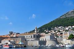 Παλαιά πόλη Dubrovnik προστατευτικών καλυμμάτων λιμενικών φρουρίων, Κροατία στοκ φωτογραφία