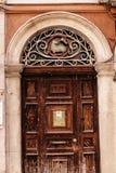 Παλαιά πόρτα εκκλησιών με το αρνί του Θεού στην πόλη της Κέρκυρας στο ελληνικό νησί της Κέρκυρας Στοκ φωτογραφίες με δικαίωμα ελεύθερης χρήσης