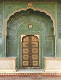 Παλαιά πόρτα σε ένα παλάτι. Στοκ Εικόνα