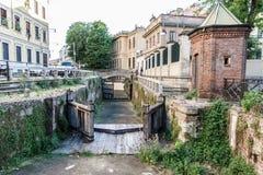 Παλαιά πύλη και σπίτια στο Μιλάνο Ιταλία 05 05.2017 Στοκ Εικόνα