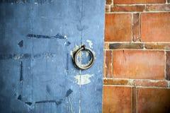 παλαιά ρόπτρα πορτών Στοκ εικόνα με δικαίωμα ελεύθερης χρήσης