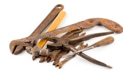Παλαιά σκουριασμένα εργαλεία που απομονώνονται Στοκ Φωτογραφία