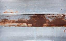 Παλαιά σκουριασμένα φύλλα ψευδάργυρου για κατασκευασμένο Στοκ Φωτογραφία