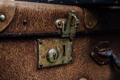 Παλαιά σκουριασμένη εκλεκτής ποιότητας κλειδαριά βαλιτσών Στοκ Εικόνα