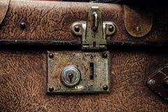 Παλαιά σκουριασμένη εκλεκτής ποιότητας κλειδαριά βαλιτσών Στοκ Εικόνες