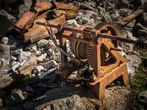 Παλαιά σκουριασμένη συσκευή για τις βάρκες από το νερό Στοκ φωτογραφίες με δικαίωμα ελεύθερης χρήσης