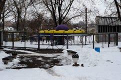Παλαιά σοβιετική έλξη σε ένα πάρκο στο χειμώνα Στοκ φωτογραφία με δικαίωμα ελεύθερης χρήσης