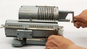 Παλαιά σοβιετική μηχανική μηχανή προσθήκης υπολογιστών 4k απόθεμα βίντεο