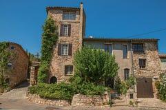 Παλαιά σπίτια πετρών στην αλέα σε Les Arcs-sur-Argens στοκ φωτογραφίες