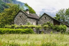 Παλαιά σπίτια στο μέρος κοιλάδων maggia της Ελβετίας στοκ εικόνα