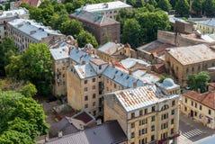 Παλαιά σπίτια τούβλου με τις σκουριασμένες στέγες, τοπ άποψη της Ρήγας, Λετονία Στοκ φωτογραφίες με δικαίωμα ελεύθερης χρήσης