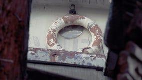Παλαιά σπασμένη βάρκα απόθεμα βίντεο