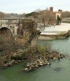 Παλαιά σπασμένη γέφυρα αποκαλούμενη γέφυρες Aemilius στη Ρώμη στοκ φωτογραφίες με δικαίωμα ελεύθερης χρήσης