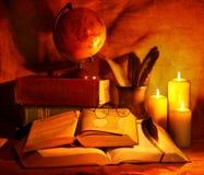 παλαιά στοίβα κεριών βιβλ Στοκ Εικόνες