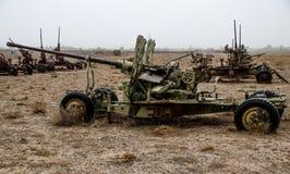 Παλαιά στρατιωτικά οχήματα, δεξαμενές και πυροβόλα όπλα στο Αφγανιστάν στοκ εικόνα