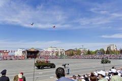Παλαιά στρατιωτική μεταφορά στην παρέλαση την ετήσια ημέρα νίκης με Στοκ Φωτογραφίες