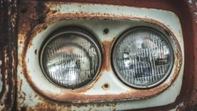 Παλαιά συλλογή αυτοκινήτων προβολέων σκουριάς στοκ εικόνες με δικαίωμα ελεύθερης χρήσης