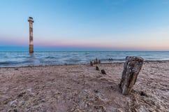 Παλαιά συντρίμμια σκαφών βάζουν θαμμένος στην άμμο Στοκ Φωτογραφίες