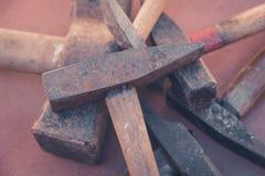 Παλαιά σφυριά, εκλεκτής ποιότητας εργαλεία - σκουριασμένο σφυρί Στοκ Εικόνα