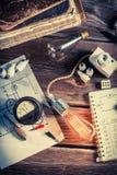 Παλαιά τάξη φυσικής με τα ηλεκτρικά συστατικά και τη λάμπα φωτός του Edison Στοκ φωτογραφίες με δικαίωμα ελεύθερης χρήσης