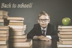 Παλαιά φωτογραφία πίσω στο σχολείο, Σεπτέμβριος Το σχολικό αγόρι σας Στοκ εικόνα με δικαίωμα ελεύθερης χρήσης