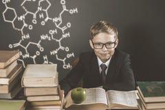 Παλαιά φωτογραφία πίσω στο σχολείο, Σεπτέμβριος Το σχολικό αγόρι σας Στοκ Φωτογραφία