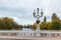 Παλαιά φω'τα λαμπτήρων στη γέφυρα πέρα από τον ποταμό Ouse στην Υόρκη Στοκ Εικόνα