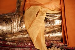 Παλαιά χρυσά χέρια γλυπτών του Βούδα στο Si Wat Phra Mahathat Nakhon Στοκ Εικόνα
