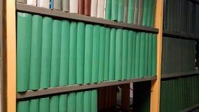 Παλαιά χρώματα εκπαίδευσης βιβλίων βιβλιοθήκης Στοκ φωτογραφία με δικαίωμα ελεύθερης χρήσης
