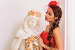 παλαιά όμορφη κόκκινη γυναίκα αγαλμάτων Στοκ φωτογραφία με δικαίωμα ελεύθερης χρήσης