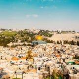 παλαιά όψη μουσουλμανικών τεμενών της Ιερουσαλήμ πόλεων aqsa Al Άποψη από τη λουθηρανική εκκλησία του απελευθερωτή Στοκ Φωτογραφίες