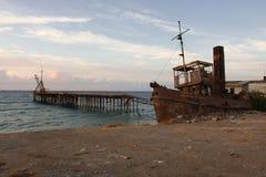 Παλαιά CMC συντρίμμια σκαφών και παλαιά αποβάθρα στη Κύπρο Στοκ Εικόνες