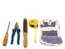 Παλαιά handyman εργαλεία με τα γάντια στο άσπρο υπόβαθρο Στοκ φωτογραφία με δικαίωμα ελεύθερης χρήσης