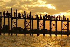 Παλαιά teak γέφυρα κοντά στο Mandalay στη Βιρμανία, Ασία Στοκ φωτογραφία με δικαίωμα ελεύθερης χρήσης