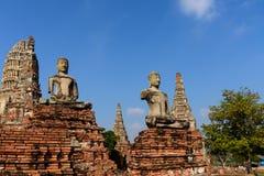 Παλαιές αγάλματα και παγόδα του Βούδα σε Wat Chaiwattanaram, Ayutthaya, Στοκ φωτογραφία με δικαίωμα ελεύθερης χρήσης