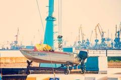 Παλαιές βάρκες που σταθμεύουν στο roadstead και έτοιμες να ταξιδεψουν Στοκ Εικόνα