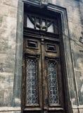 παλαιές διακοσμήσεις μετάλλων πορτών ξύλινες στοκ φωτογραφίες