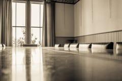 Παλαιές δωμάτιο/τραπεζαρία χαρτονιών Στοκ φωτογραφίες με δικαίωμα ελεύθερης χρήσης