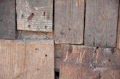 Παλαιές καφετιές ξύλινες σταθερές σανίδες Στοκ εικόνα με δικαίωμα ελεύθερης χρήσης