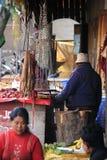 Παλαιές κλίμακες για το ζυγίζοντας κρέας που πωλεί στοκ εικόνες