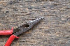 Παλαιές πένσες που τοποθετούνται σε ένα ξύλινο πάτωμα Στοκ Εικόνα