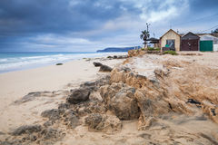 Παλαιές παράκτιες σιταποθήκες στην παραλία του Πόρτο Santo Στοκ Εικόνες