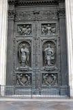 Παλαιές πύλες του καθεδρικού ναού Αγίου Isaacs σε Άγιο Πετρούπολη, Ρωσία στοκ εικόνα