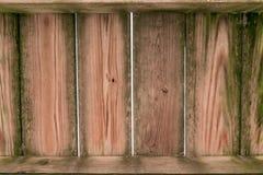 Παλαιές ρυπαρές βρώμικες ξύλινες σανίδες, με τις κάθετες σανίδες στην  στοκ φωτογραφία με δικαίωμα ελεύθερης χρήσης