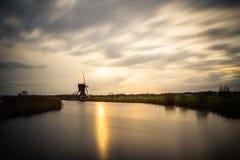 Παλαιοί ανεμόμυλοι σε Kinderdijk στην ανατολή, Ολλανδία, Κάτω Χώρες, ΕΕ Στοκ φωτογραφίες με δικαίωμα ελεύθερης χρήσης