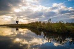 Παλαιοί ανεμόμυλοι σε Kinderdijk στην ανατολή, Ολλανδία, Κάτω Χώρες, ΕΕ Στοκ Φωτογραφία