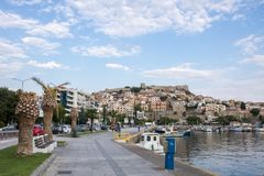 Παλαιοί κωμόπολη και λιμένας στην ελληνική πόλη της Καβάλας Στοκ φωτογραφία με δικαίωμα ελεύθερης χρήσης