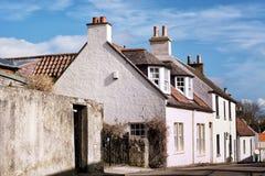 Παλαιοί Λευκοί Οίκοι στο ιστορικό χωριό των Νησιών Φόλκλαντ στη Σκωτία, σπίτι του παλατιού των Νησιών Φόλκλαντ στοκ φωτογραφίες με δικαίωμα ελεύθερης χρήσης